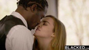 Lesbo sex scene
